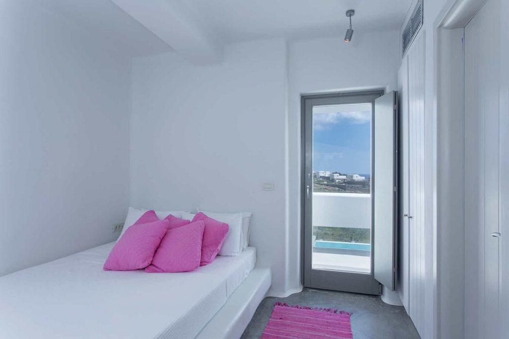 Mykonos luxury villa Luna16