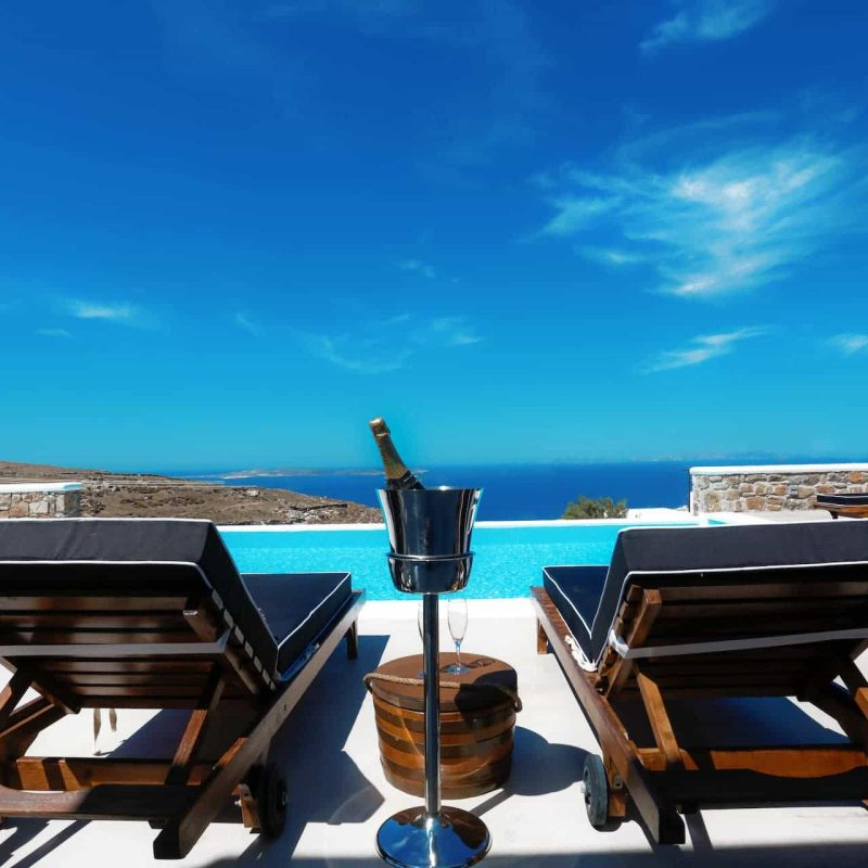 D. Rock Champagne meets villas in Mykonos
