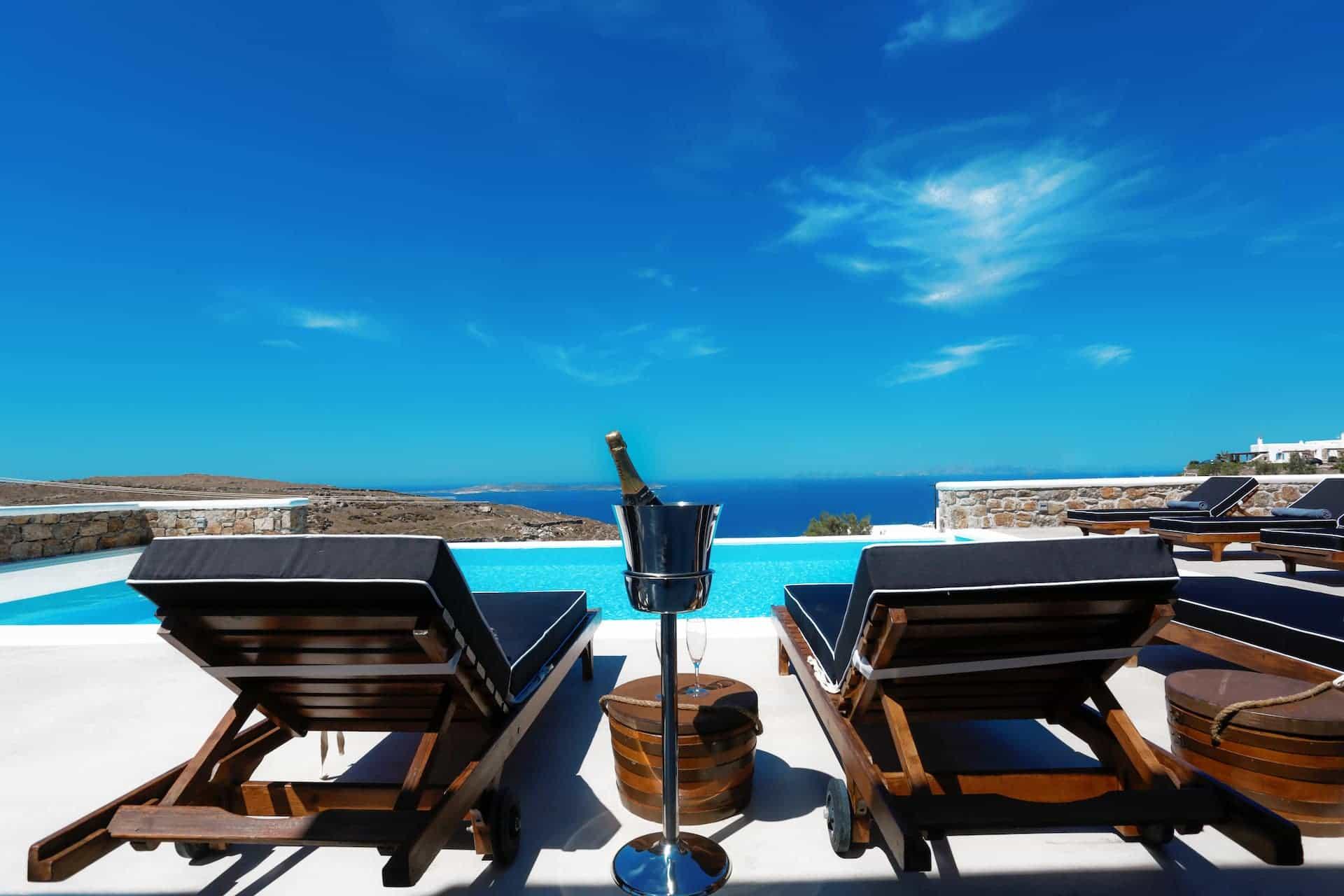 D. Rock Champagne meets villas in Mykonos