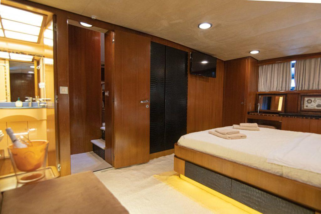 Mykonos Luxury Yacht Akhir  11