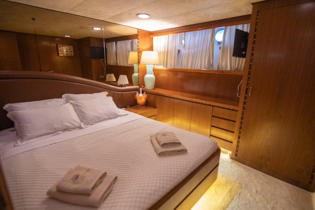 Mykonos Luxury Yacht Akhir  18
