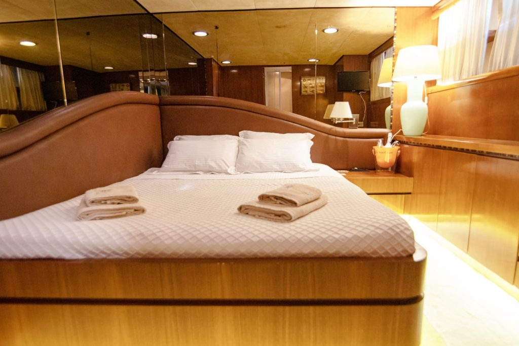 Mykonos Luxury Yacht Akhir  19