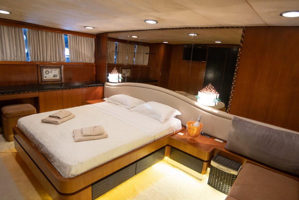 Mykonos Luxury Yacht Akhir  8