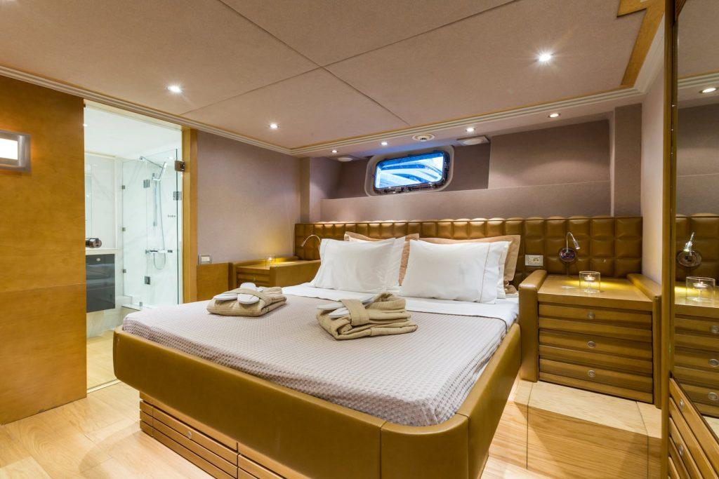 Mykonos-Luxury-Yacht-Aquarella18