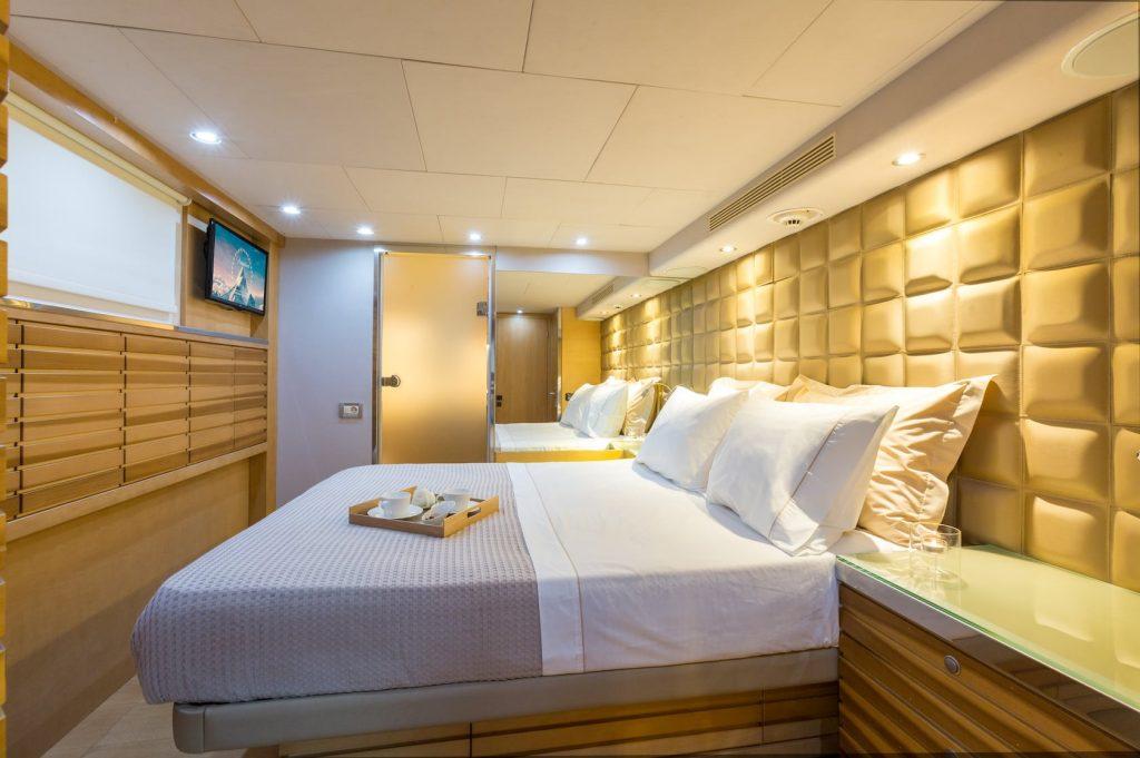Mykonos-Luxury-Yacht-Aquarella3