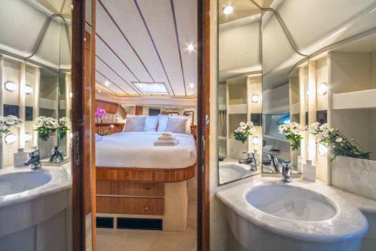 Mykonos luxury yacht Ferretti 53 Flybridge - Baby11