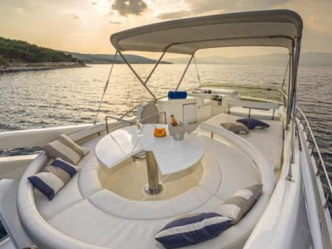 Mykonos luxury yacht Ferretti 53 Flybridge - Baby12