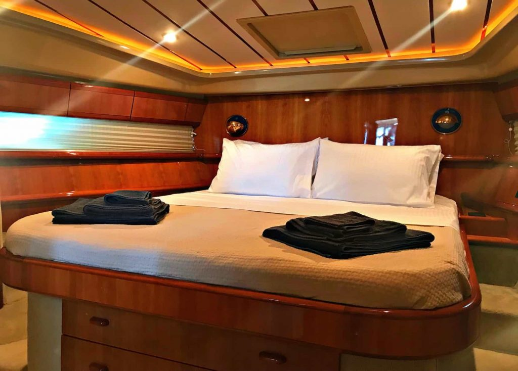 Mykonos luxury yacht Ferretti 53 Flybridge - Baby4