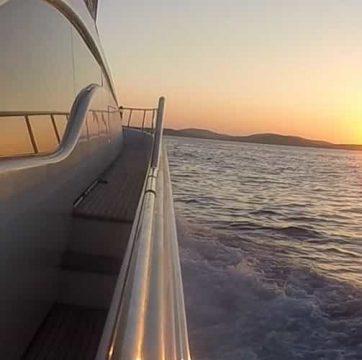 Mykonos-luxury-yacht-Ferretti-68_01.jpg