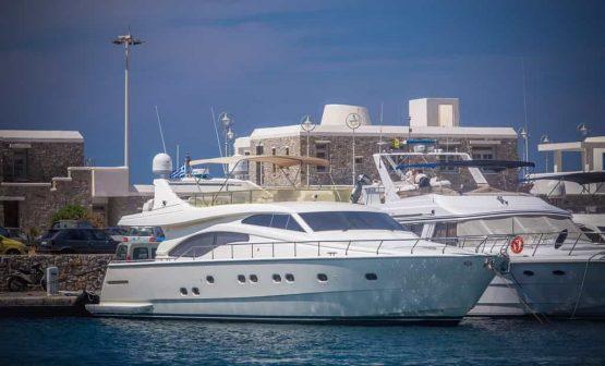 Mykonos-luxury-yacht-Ferretti-68_02.jpg