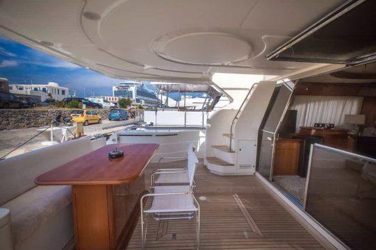 Mykonos-luxury-yacht-Ferretti-68_04.jpg