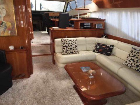 Mykonos-luxury-yacht-Ferretti-68_05.jpg