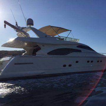 Mykonos-luxury-yacht-Ferretti-68_06.jpg