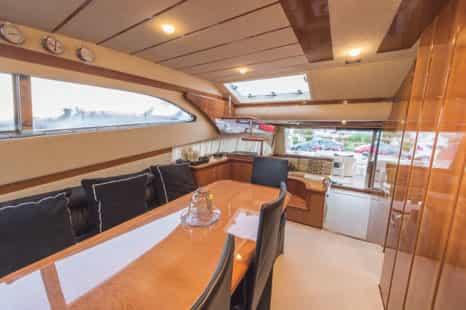 Mykonos-luxury-yacht-Ferretti-68_09.jpg