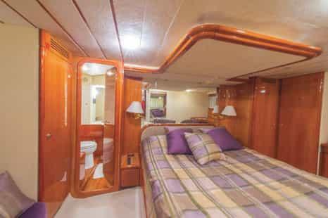 Mykonos-luxury-yacht-Ferretti-68_10.jpg