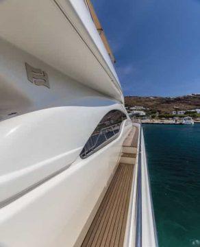 Mykonos-luxury-yacht-Ferretti-68_12.jpg