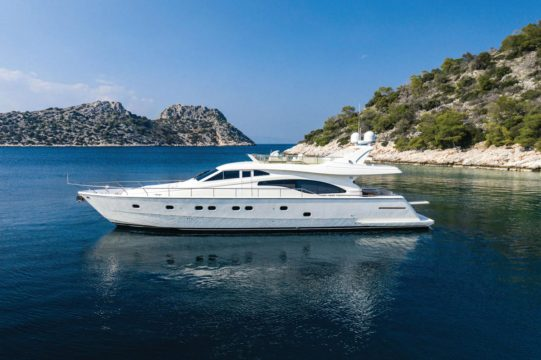 Mykonos-luxury-yacht-Ferretti_19