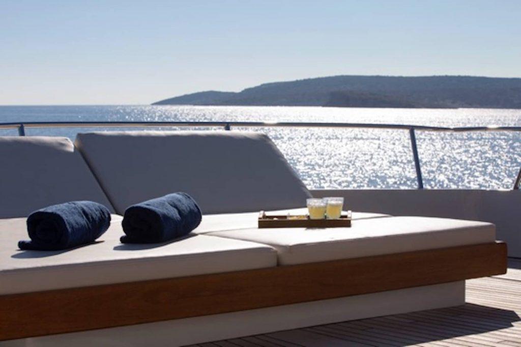 Mykonos Luxury Yacht LibraY15