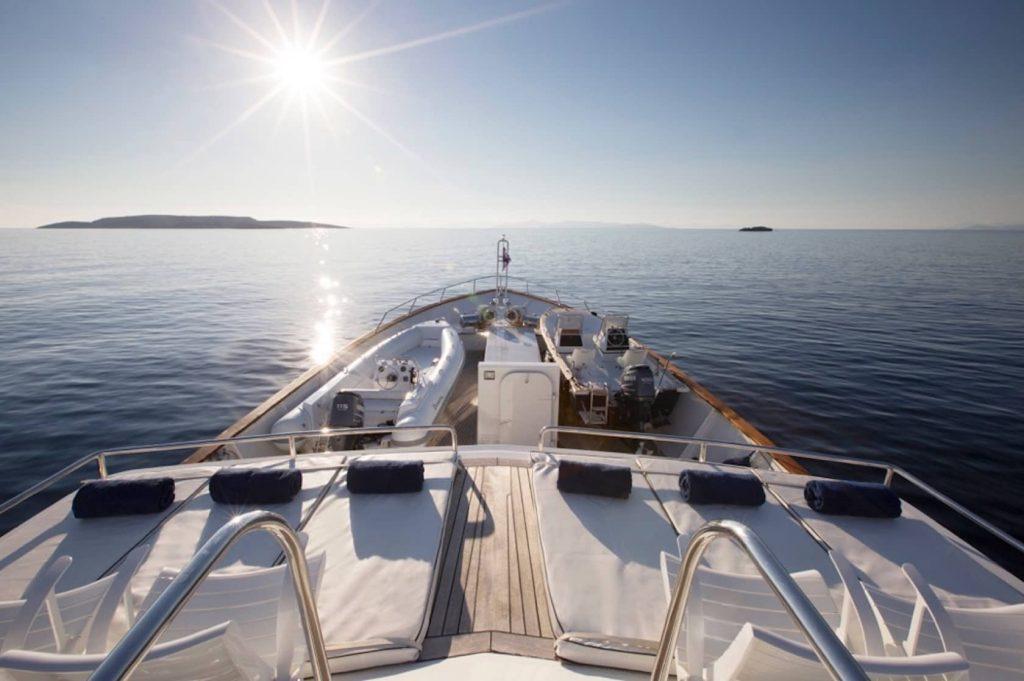 Mykonos Luxury Yacht LibraY17