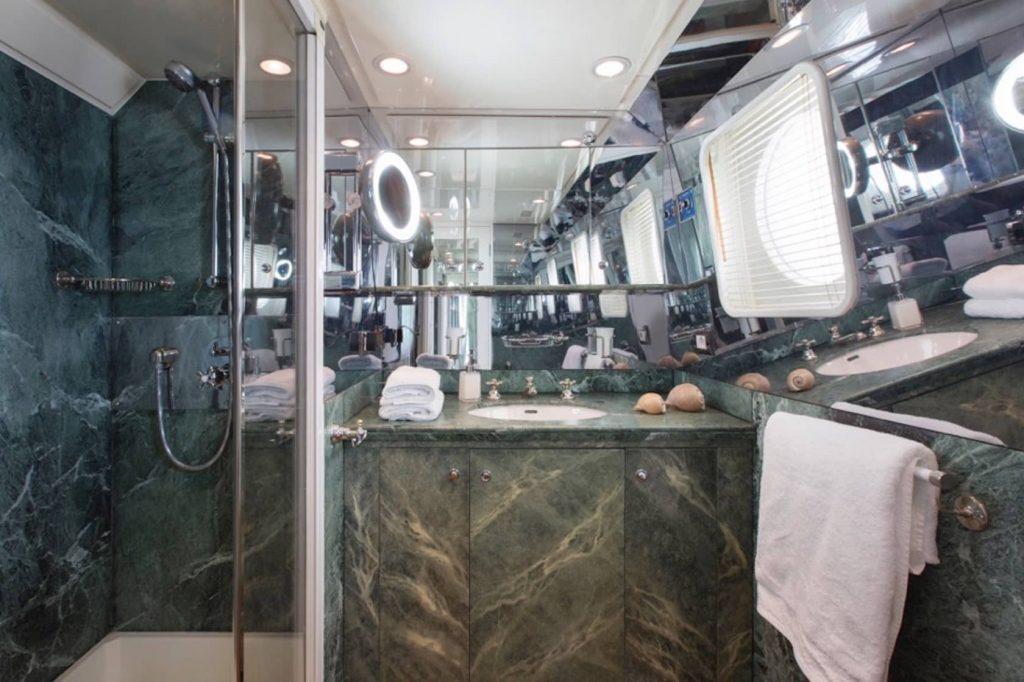 Mykonos Luxury Yacht LibraY18