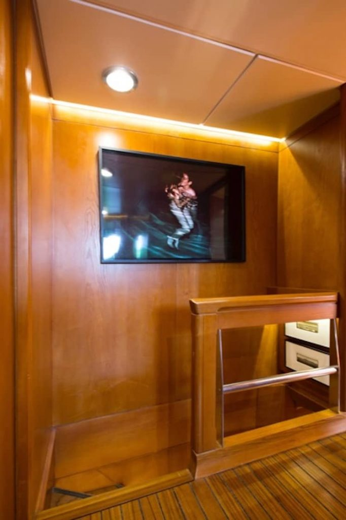 Mykonos Luxury Yacht LibraY20
