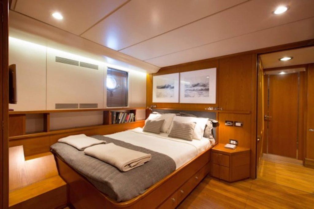 Mykonos Luxury Yacht LibraY21