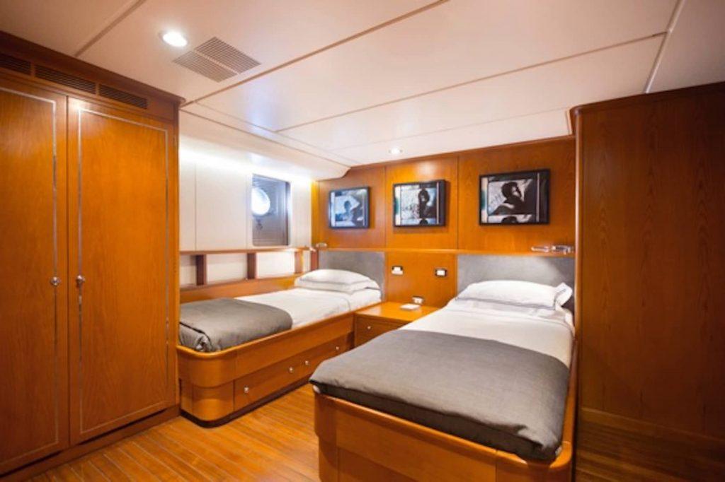 Mykonos Luxury Yacht LibraY25