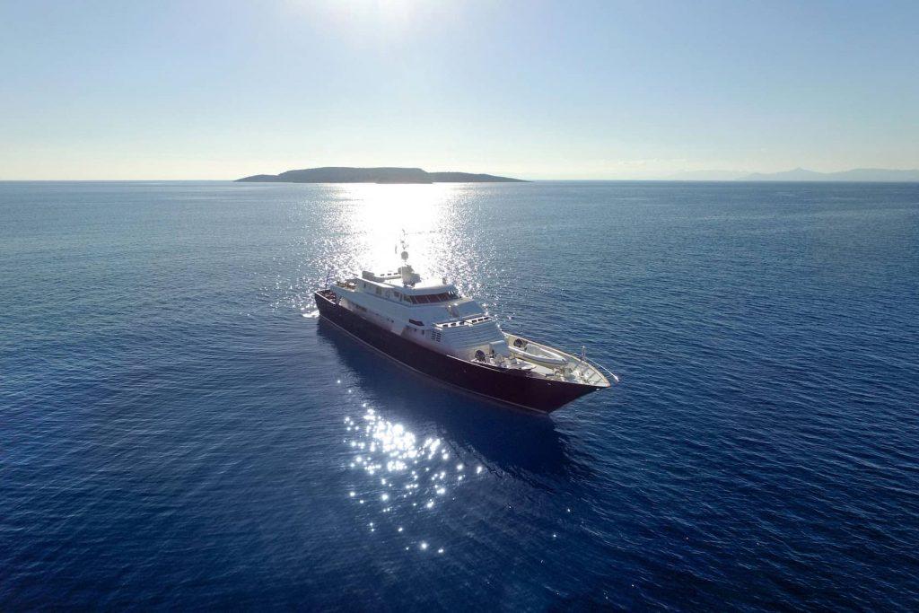 Mykonos Luxury Yacht LibraY3