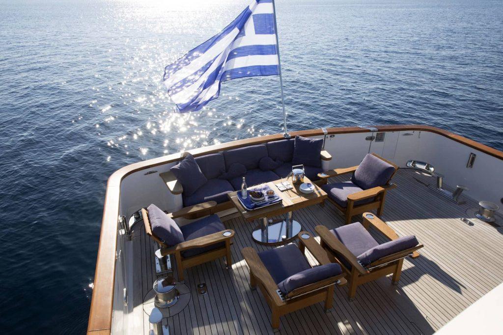 Mykonos Luxury Yacht LibraY4