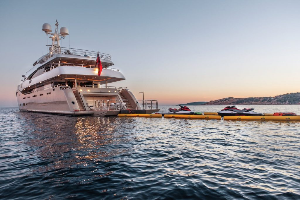 Mykonos Luxury Yacht Light Holic17
