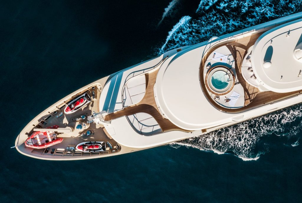 Mykonos Luxury Yacht Light Holic3