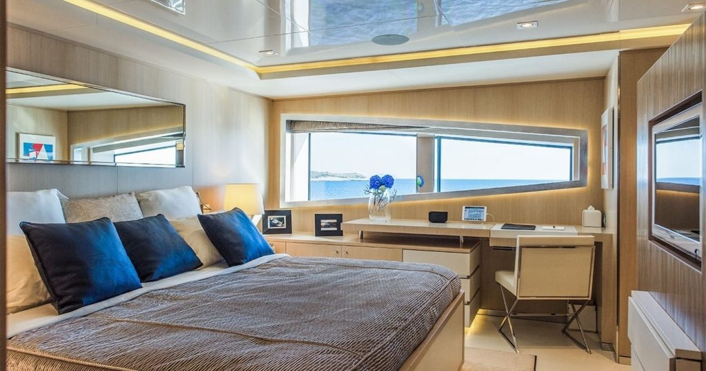 Mykonos Luxury Yacht Light Holic33