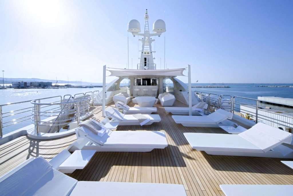 Mykonos Luxury Yacht Light Holic5