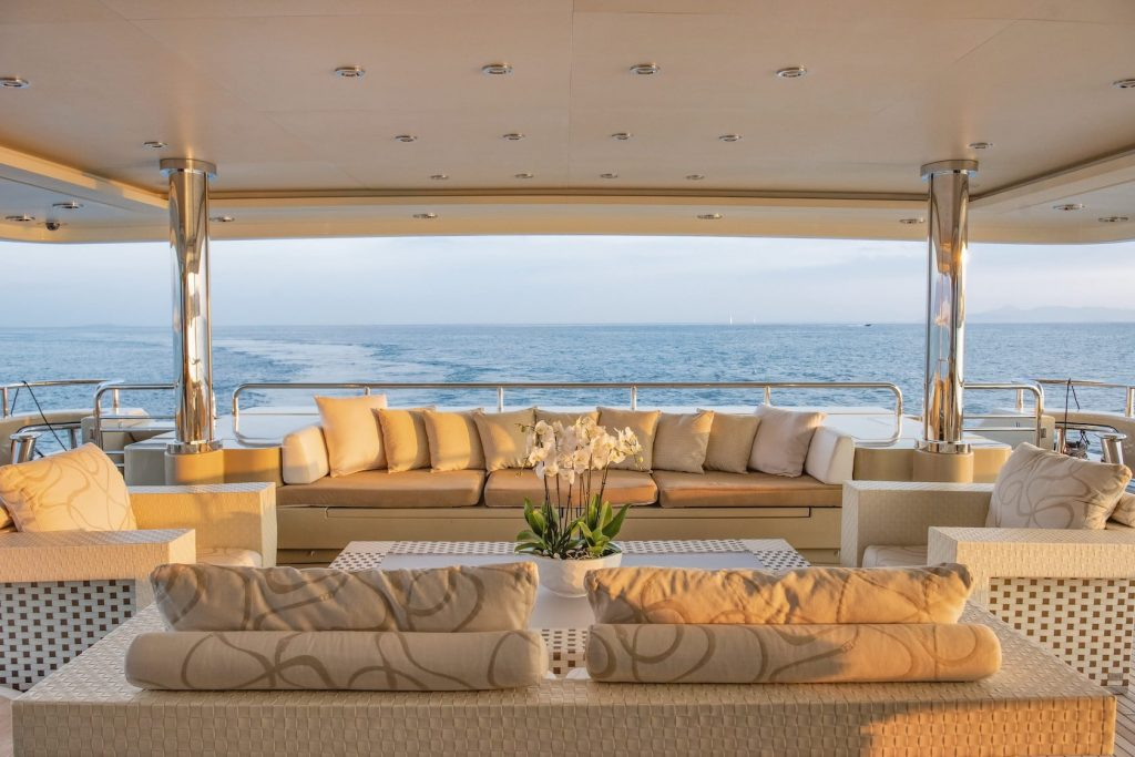 Mykonos Luxury Yacht Light Holic7