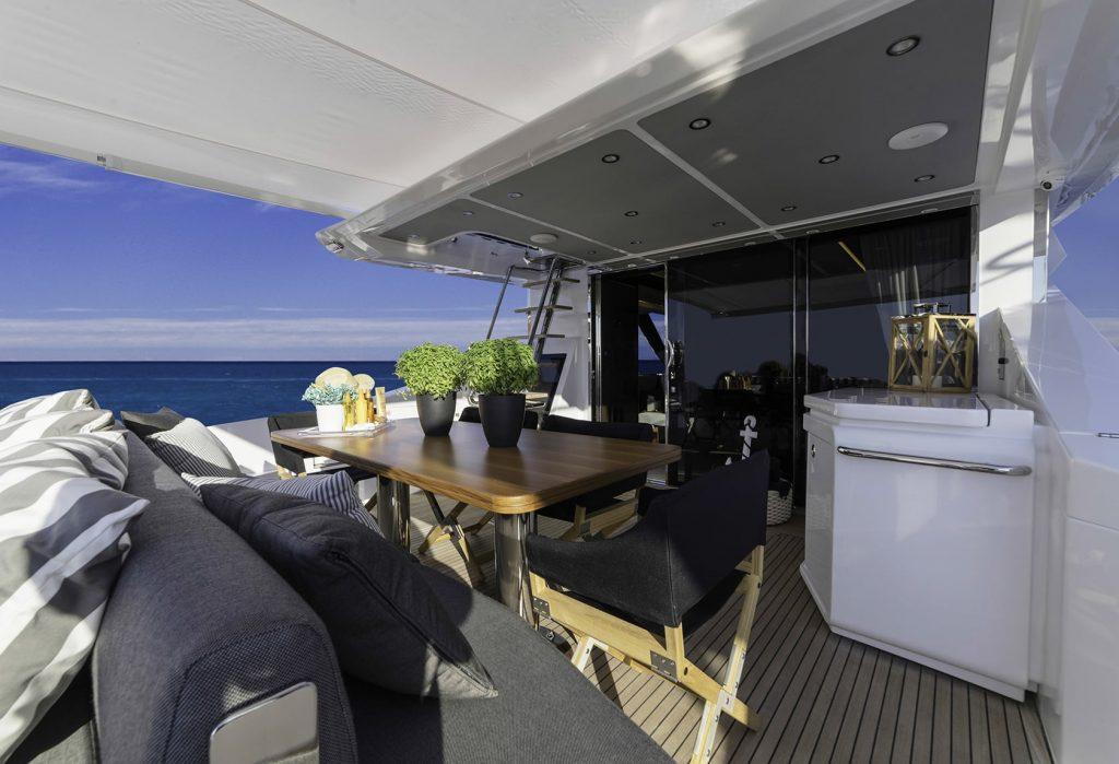 Mykonos Luxury Yacht Μakani14