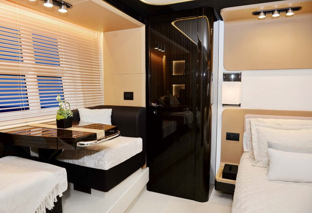 Mykonos Luxury Yacht Μakani17