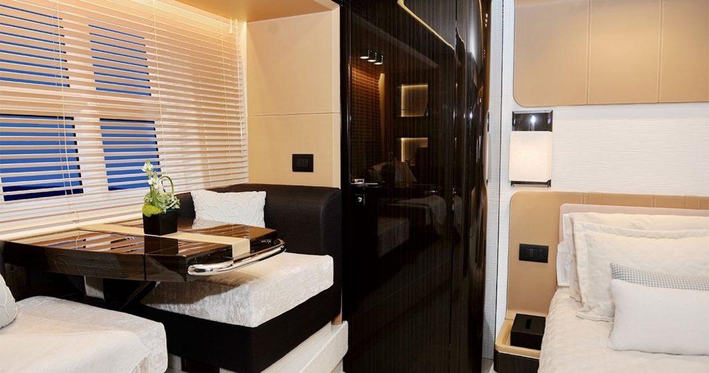 Mykonos Luxury Yacht Μakani5