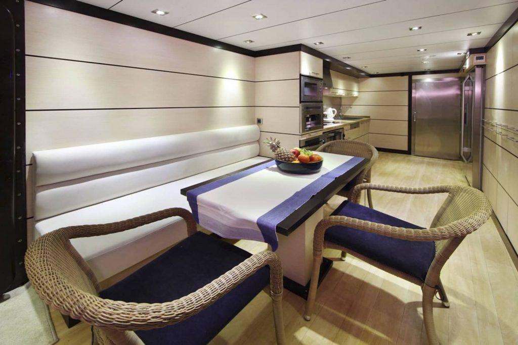 Mykonos Luxury Yacht Perla Del Mare2