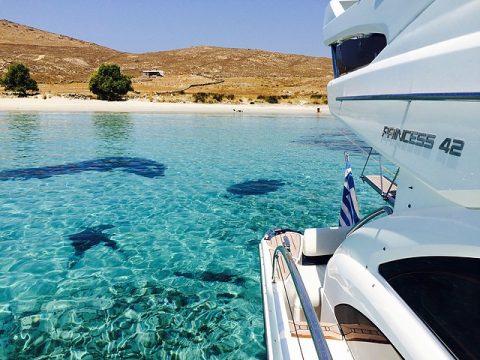 Mykonos-Luxury-Yacht-Princess-42-0010