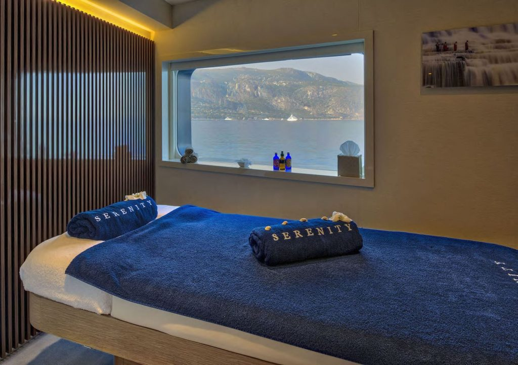 Mykonos Luxury Yacht Serenity39